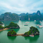 Tourist junks at Ha Long Bay, South China Sea, Vietnam, Southeast Asia — Stock Photo