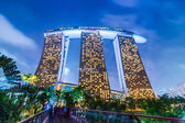 Evening landscape with Marina Bay Sands Hotel at Singapore — Stock Photo