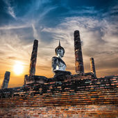 Sukhothai Historical Park. Statue of  Buddha at Wat Mahathat Temple under sunset sky. Thailand — Stock Photo