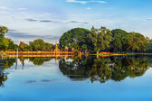 Sukhothai historical park, ancient capital of Thailand with Buddhist Temples and lake — Photo