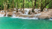 Jangle landscape with amazing turquoise water of Kuang Si waterfall. Luang Prabang, Laos — Stock Photo