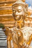 Angelica dourado estátua no templo do Buda de esmeralda — Fotografia Stock