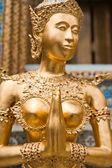 Golden Kinnari statue at Temple of Emerald Buddha — Stock Photo