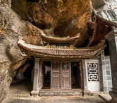 Ancient buddhist pagoda cave complex Bich Dong. — Stock Photo