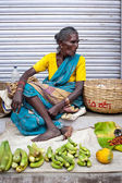 TRICHY, INDIA  Indian women selling greengrocery — Stock Photo