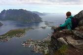 Dziewczyna na klifie — Zdjęcie stockowe