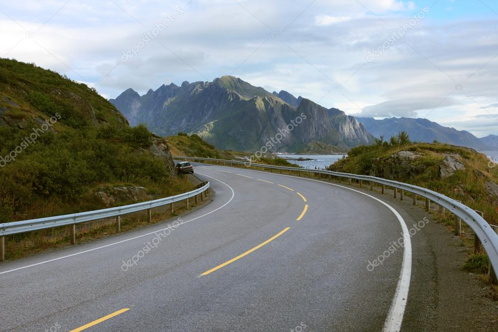 road along sea coastline — Stock Photo #13715572
