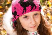 Genç kız parkta — Stok fotoğraf