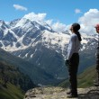Two climbers looking at the mountains  — Stock Photo