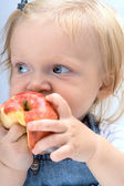 Child with the apple — Stockfoto