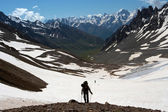 Hiker on a rise — Stock Photo