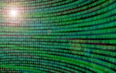 Gekrümmte wand der binärcode mit objektiv flare — Stockfoto