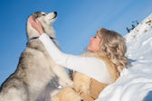 Portrait of the blonde with a Siberian husky — Stock Photo