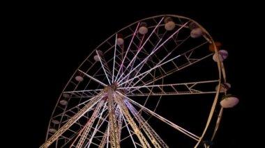 Big wheel in amusement park — Stock Video
