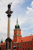 Warszawskim placu zamkowym z król Zygmunt iii waza kolumna. — Zdjęcie stockowe