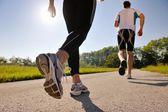 Ungt par jogging — Stockfoto