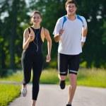 pareja joven de jogging — Foto de Stock