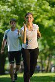 Young couple jogging — Zdjęcie stockowe