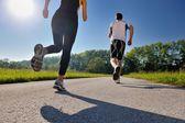 Junges paar jogging — Stockfoto