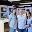 Buy  in consumer electronics store — Stock fotografie