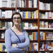 Female in library — Stockfoto
