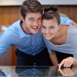 Happy young couple in jewelry store — 图库照片