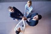 Bedrijfsgroep toetreding tot de handen — Stockfoto