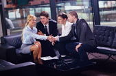 Affaires lors d'une réunion au bureau — Photo
