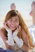 Asijská nevěsta na pláži — Stock fotografie