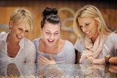 Girls shopping in jewelry store — Stock Photo