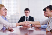Business making deal at meeting — 图库照片