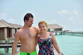 Casal jovem feliz, em férias de verão se divertir e relaxar — Fotografia Stock