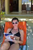 Gelukkige vrouw op zomer — Stockfoto