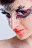 Mujer hermosa con maquillaje de lujo — Foto de Stock