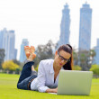 Woman with laptop in park — Lizenzfreies Foto