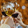 Hands holding the glasses of champagne and win — Stockfoto