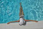 Happy woman in swimming pool — Стоковое фото