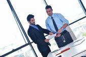 Empresários na reunião no escritório — Foto Stock