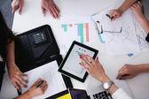 Podnikatelé na schůzce v kanceláři — Stock fotografie