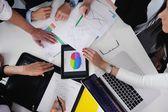 オフィスでの会議のビジネス人々 — ストック写真
