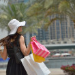 Beautiful woman goes for shopping — Stockfoto
