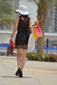 Beautiful woman goes for shopping in the city — Stock Photo