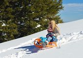 Mother and son having fun on fresh snow at winter — Stock Photo