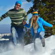 Young couple on winter vacation — Stockfoto