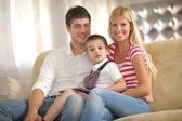 Familjen hemma — Stockfoto