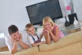 自宅で家族 — ストック写真