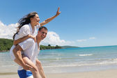 Couple have fun outdoors — Stock Photo