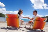 Paar op het strand — Stockfoto