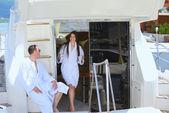 Пара на яхте — Стоковое фото