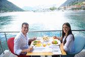 Couple having lunch — Stockfoto